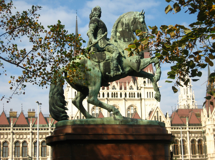 Francis II Rákóczi facing the Parliament in Budapest