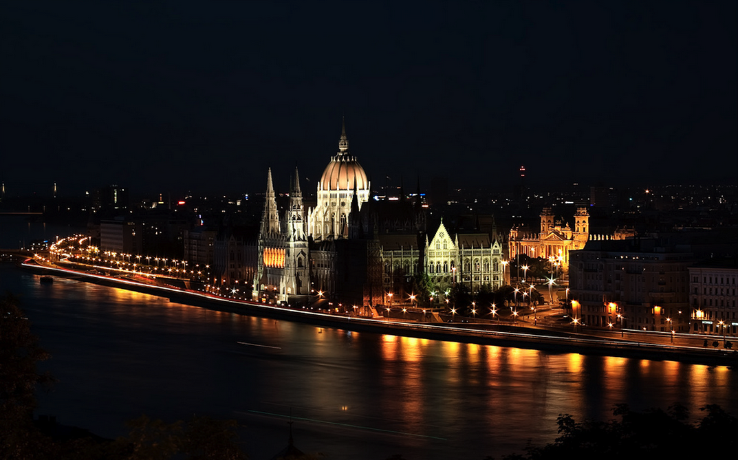 Hungarian Parliament by Night photo Pedro Szekely